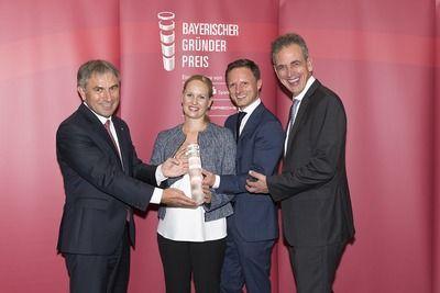 Über den Preis in der Kategorie Nachfolge freuen sich Sofia und Phillip Schneider.