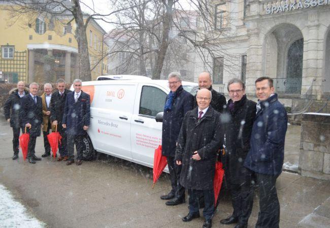 Übergabe des Spendenfahrzeugs an den Tafel Landesverband Bayern e. V.